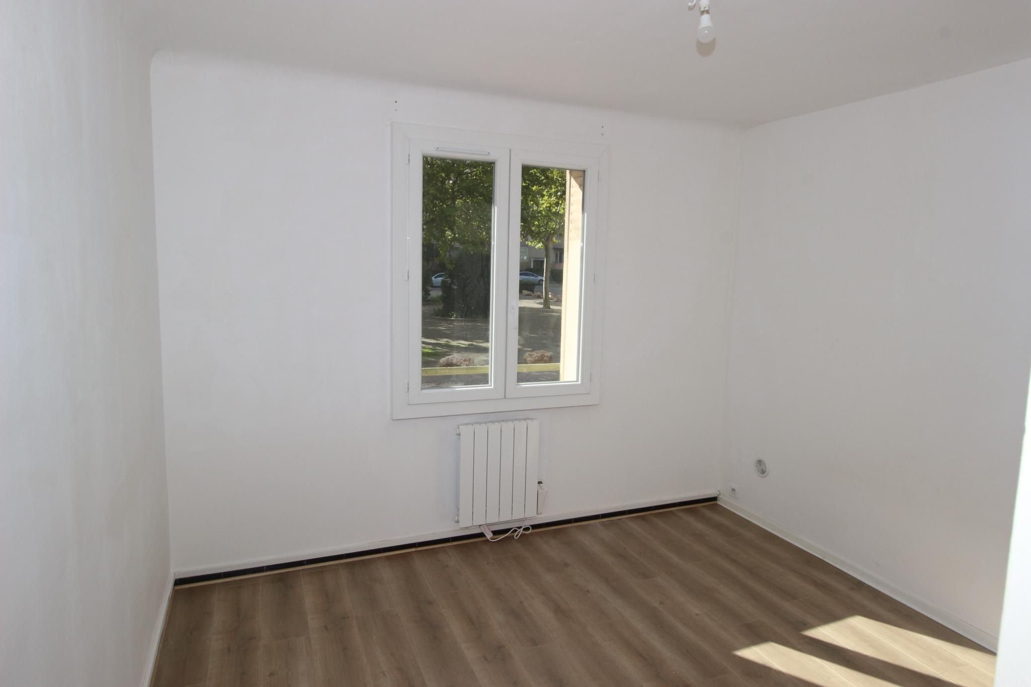Appartement de type 3 avec loggia, terrasse et cave.