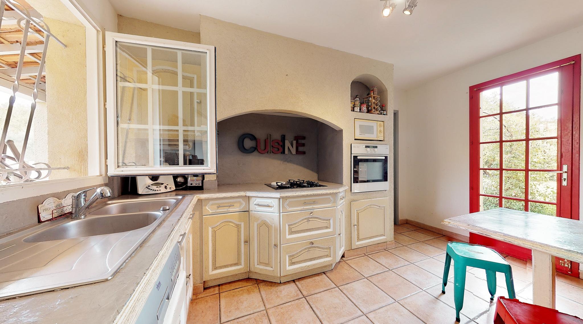 Maison traditionnelle à Rognes