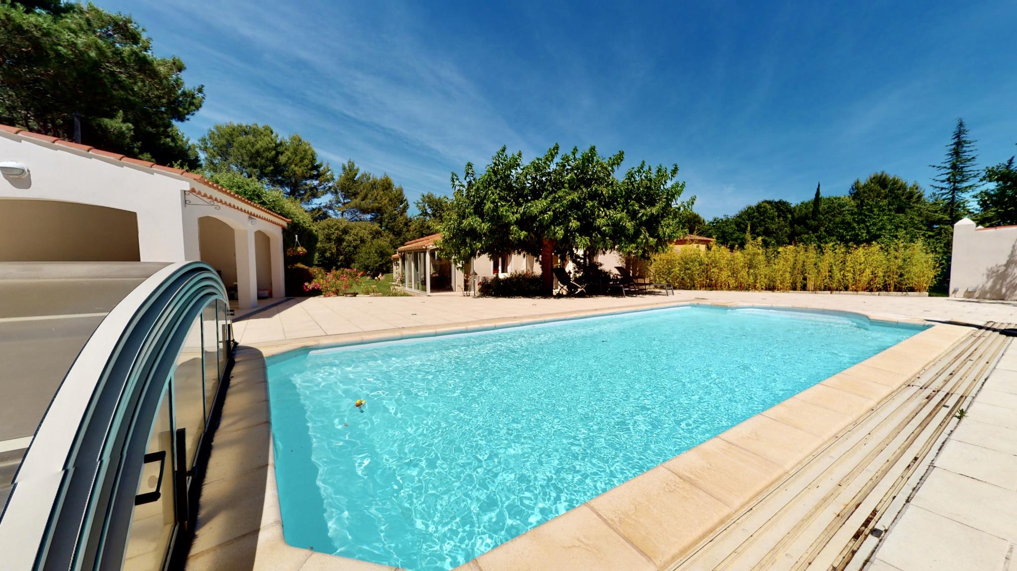 Maison de plain pied avec piscine