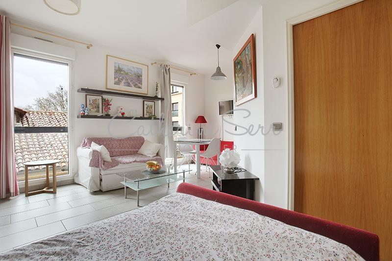 Aix en Provence, Vendôme Rotonde, dans une résidence de haut standing, T2 meublé avec terrasse et place …