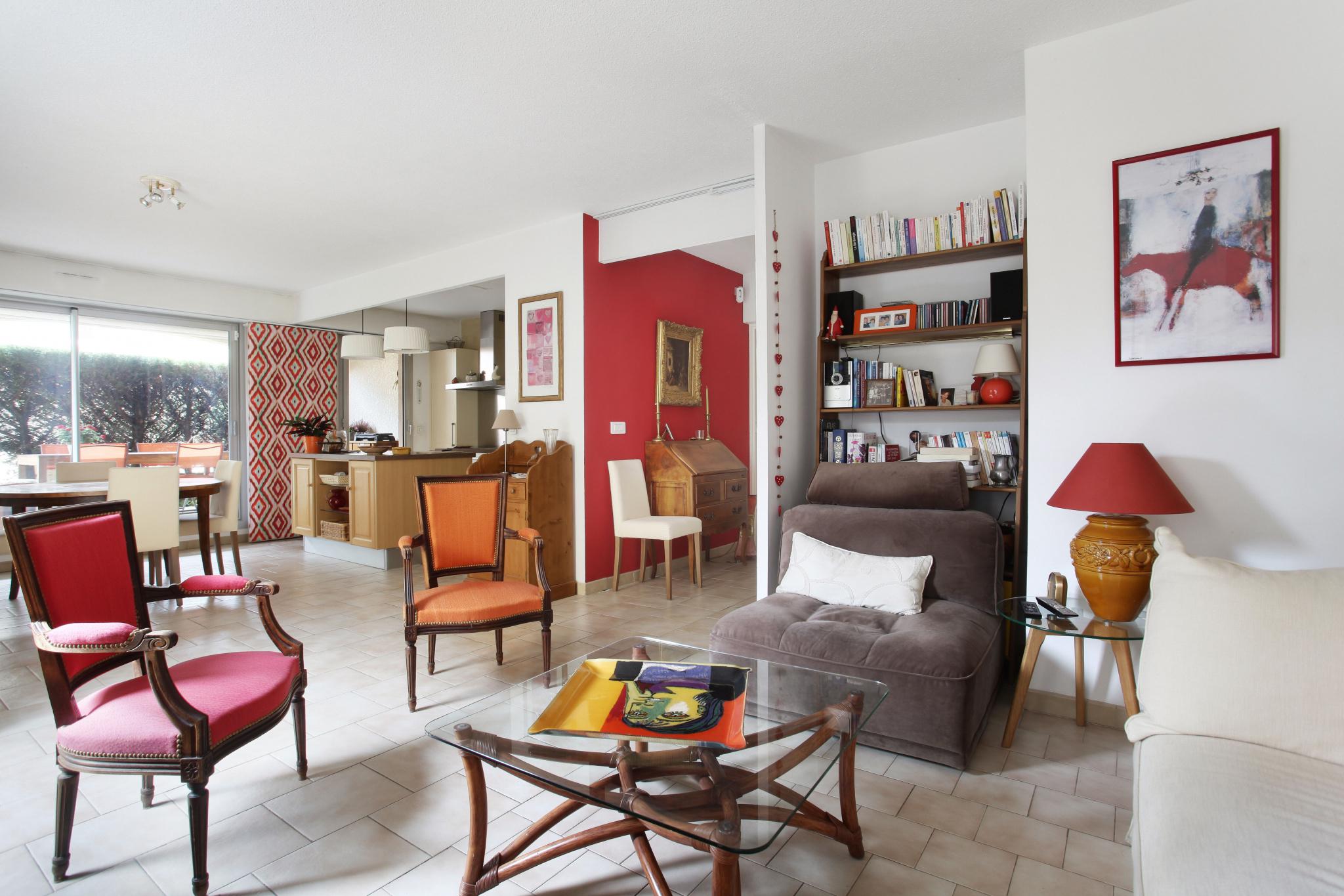 Aix Ouest Bagatelle, grand T.3 avec terrasse, jardin et box